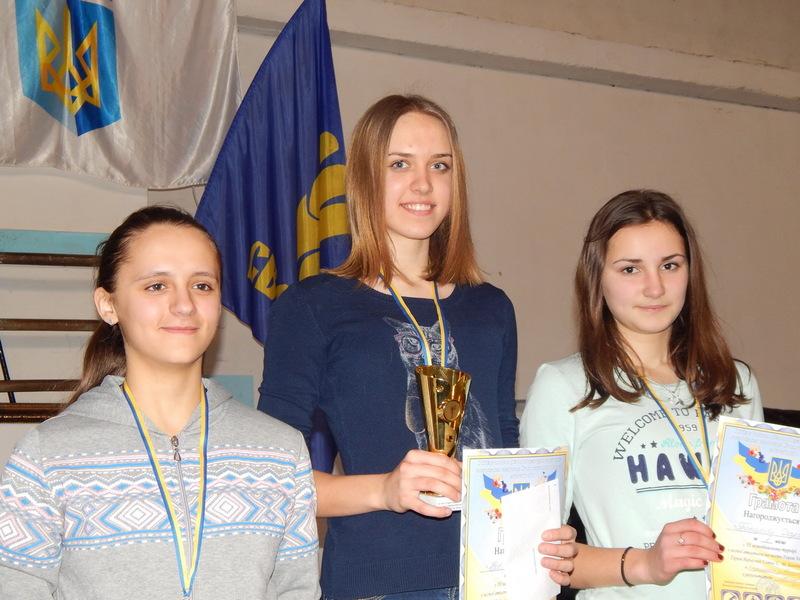 Авеліна Вовчук зі Старокостянтинова (у центрі) здобула дві золоті нагороди