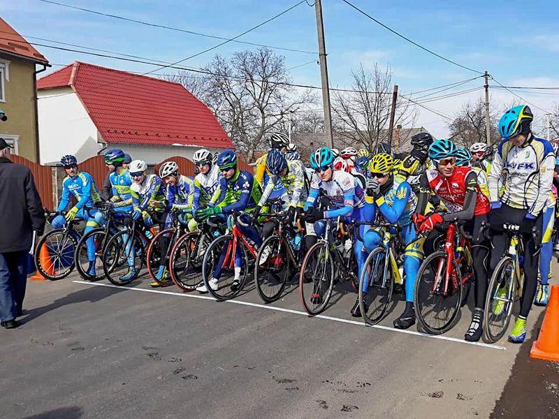 Велосипедисти з Хмельниччини розпочали новий сезон в Ужгороді
