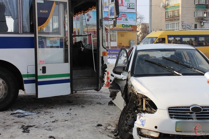 До огляду аварій увійшли відео семи ДТП, які сталися в січні в Хмельницькому