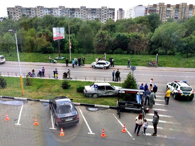 9 травня біля Оазису зіткнулися два автомобілі, після чого водій ВАЗу опинився в лікарні