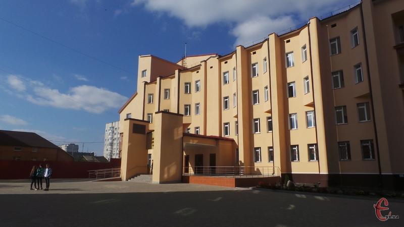 У День музики в Хмельницькому відкрили новий корпус музичного коледжу