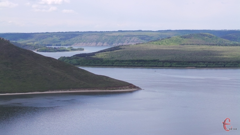 Вигляд на Дністер із гори над Бакотським монастирем.