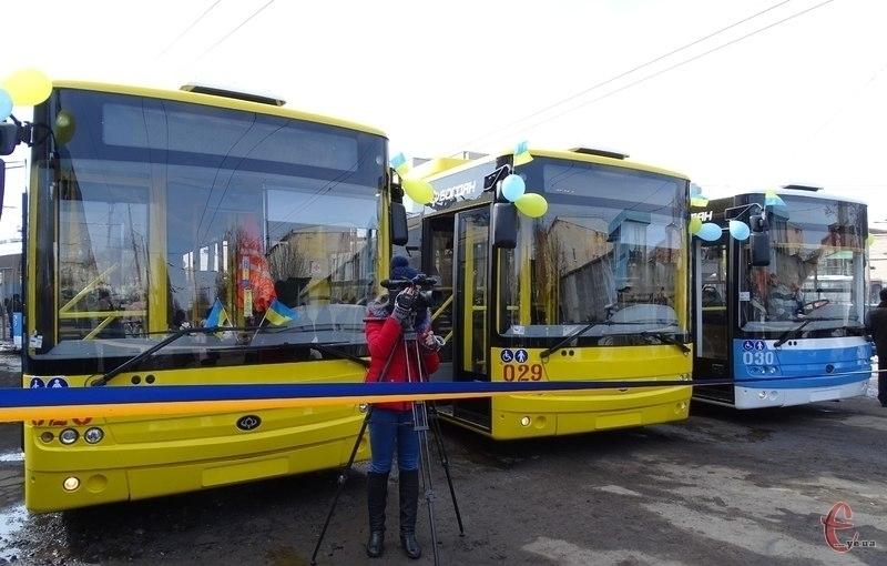 На вулиці Хмельницького виїхали нові тролейбуси
