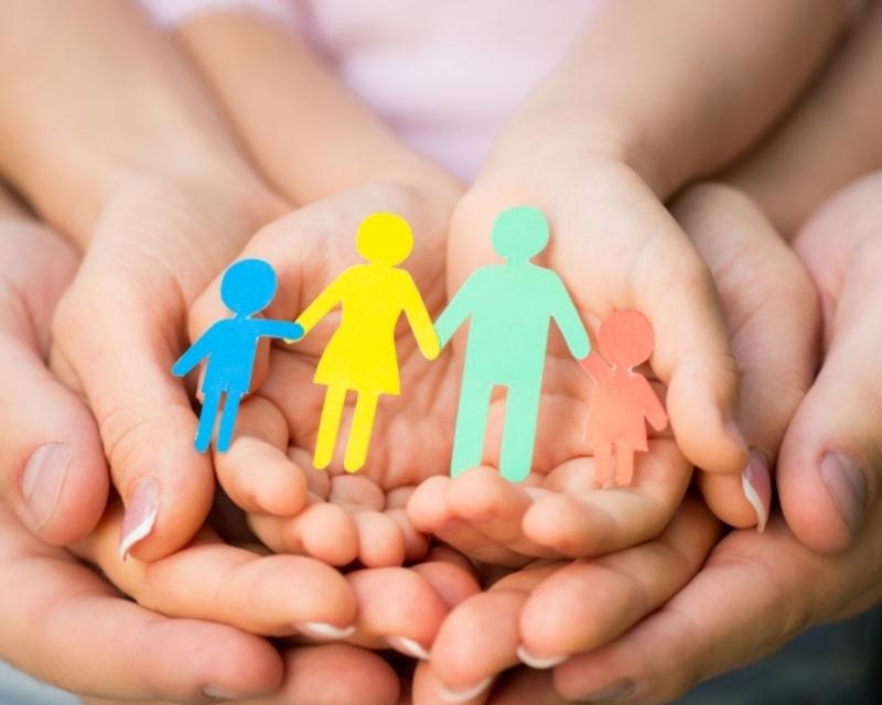 Для роботи патронатними вихователями шукають сім'ї, які готові у своїх домівках доглядати за дітьми, що потребують захисту