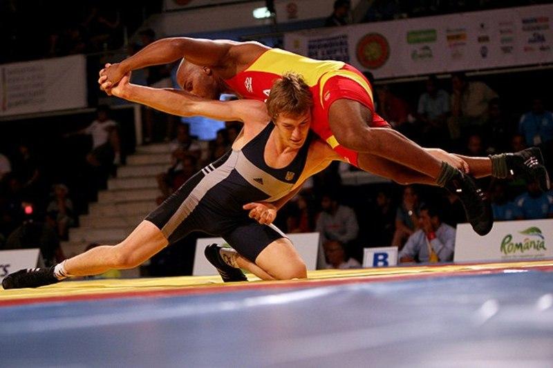 Гліб Кутей (у темній формі) виграв бронзову медаль на турнірі у Харкові.