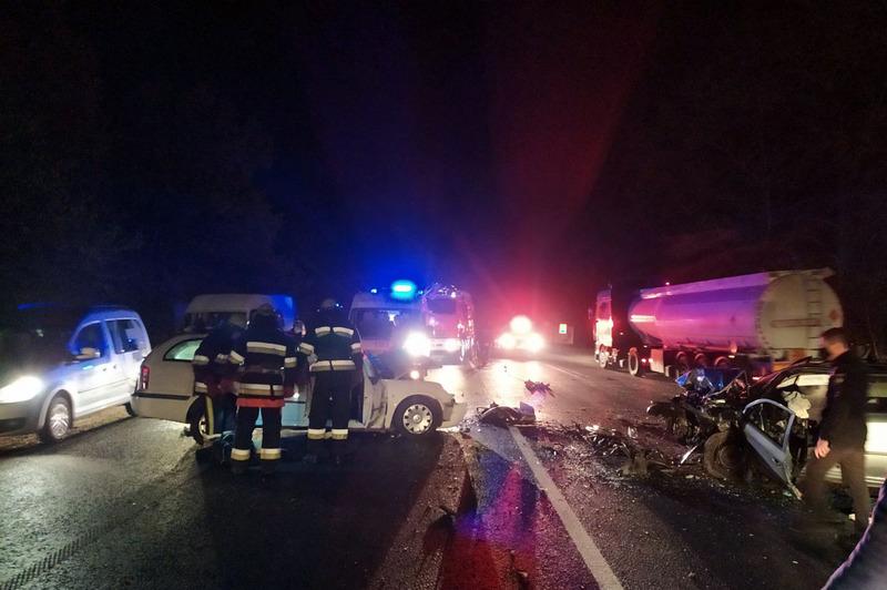 Чоловік виїхав на зустрічну смугу й на швидкості близько 100 кілометрів за годину «у лоб» зіткнувся з автомобілем «Skoda Octavia»