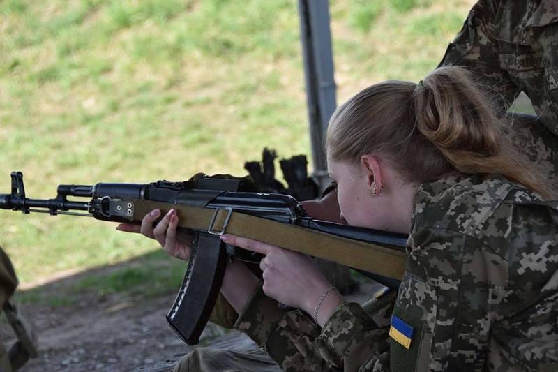Керують організацією і практичним проведенням занять військові