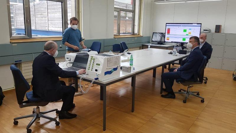 Посольство Швейцарії днями повідомило по початок співпраці з «Новатором» і опублікувало фото з апаратом ШВЛ