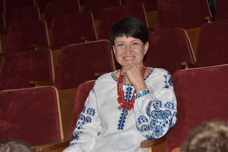 Світлана Делікатна працює завідувачкою технічного відділу та викладачем студії Хмельницького палацу творчості дітей та юнацтва