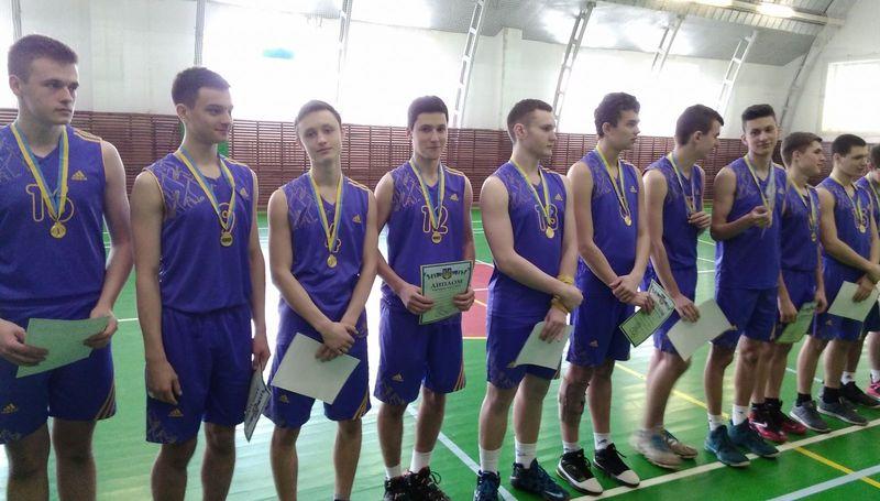 У змаганнях серед юнаків перемогли баскетболісти Хмельницького