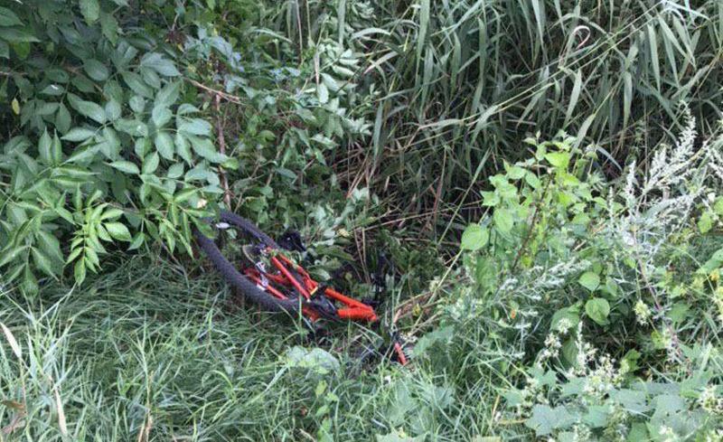 Ймовірний правопорушник, побачивши патрульних, відразу кинув велосипед та побіг до річки Південний Буг