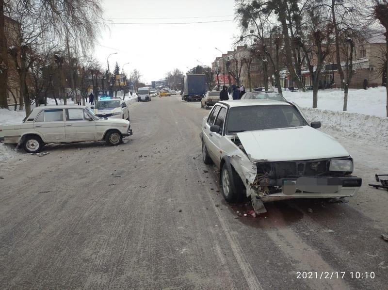 Поліція розслідує обставини ДТП, що сталася у Шепетівці
