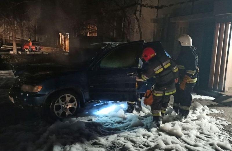 Пожежники кажуть - автомобіль, ймовірно, підпалили