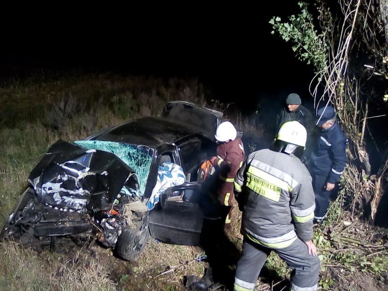 Цієї ночі на Прикарпатті у карколомній ДТП загинула молода жінка