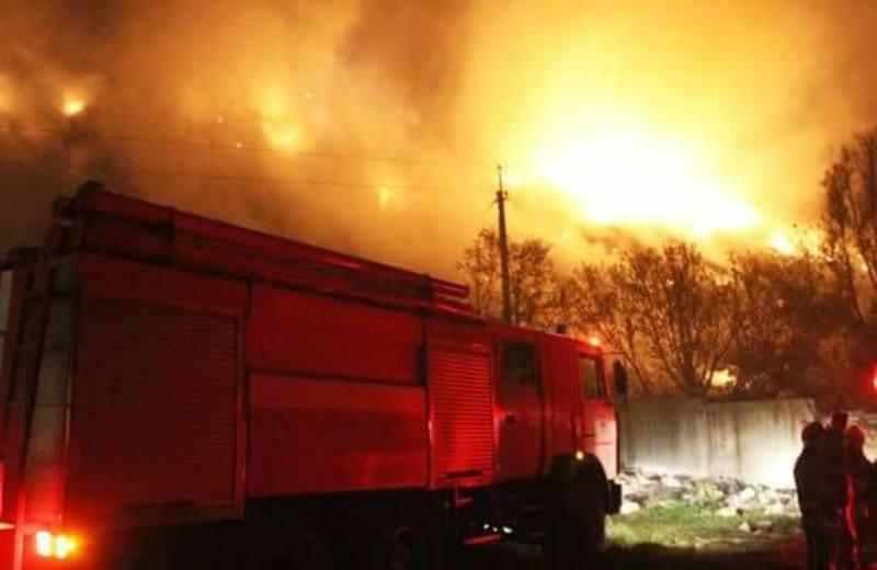 Пожежу на сміттєзвалищі ліквідували майже за дві години