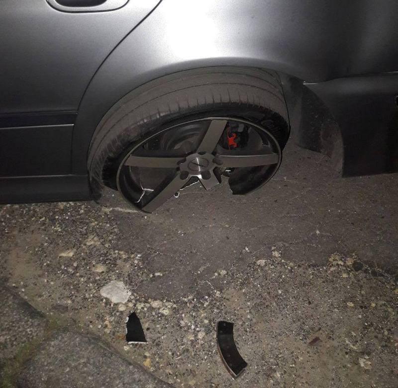 Деталі автомобіля травмували пішохода.