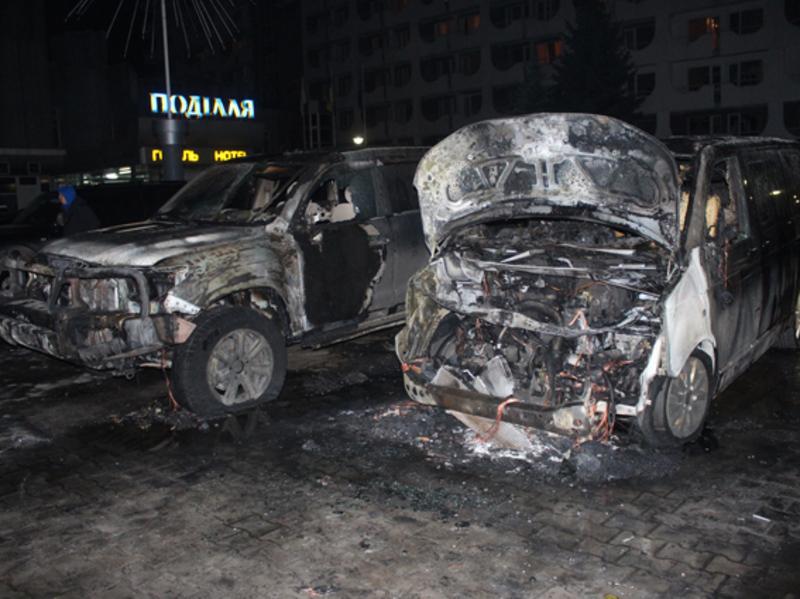 Ймовірно автомобілі підпалили