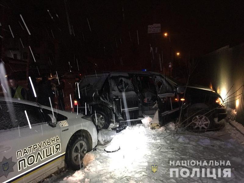 В автомобілі втікача знаходилися його дружина і дочка