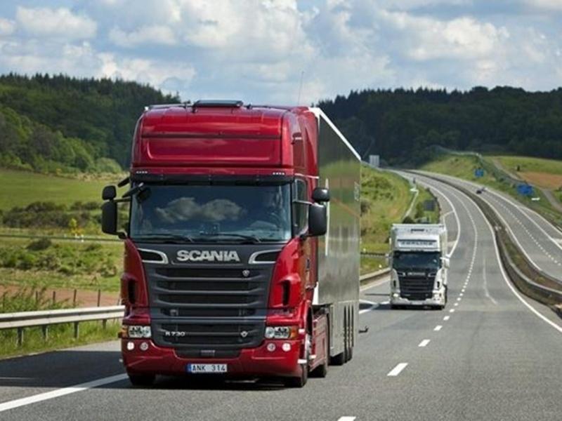 На автодорогах області тривають обмеження руху для вантажівок