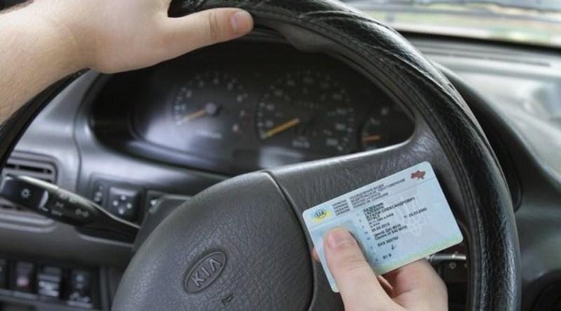 Українські водії зможуть отримати деякі послуги онлай