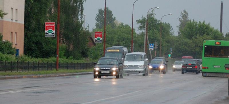 З 1 жовтня на заміських дорогах необхідно вмикати денні ходові вогні або ближнє світло фар