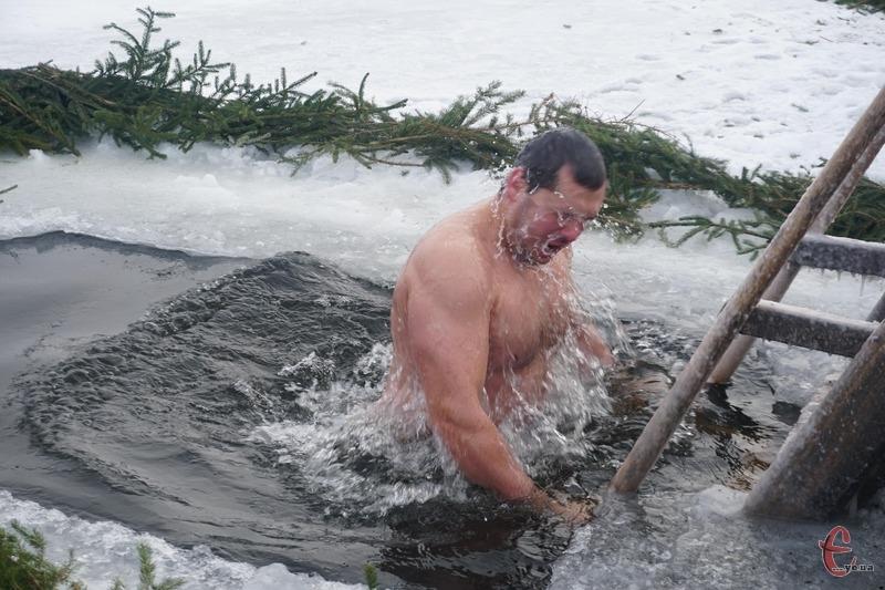 У Хмельницькому тривають купання на Водохреще