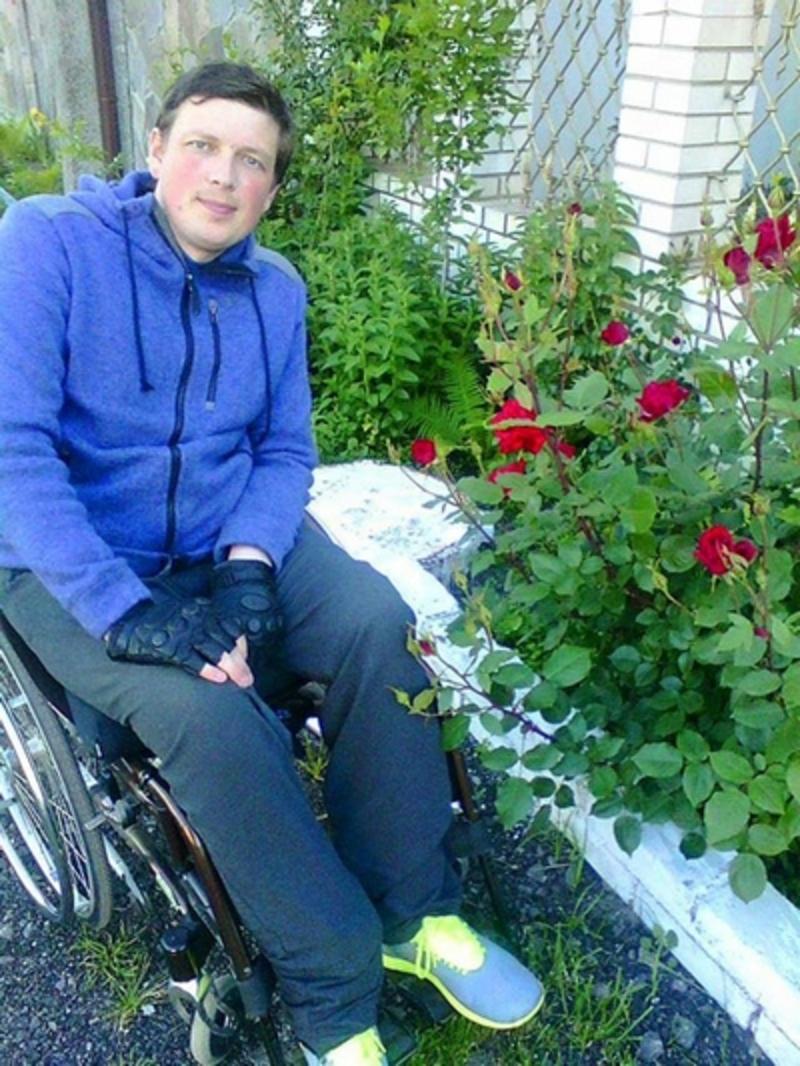 Современное кресло офицеру подарила украинская диаспора. Его изготовили специально для Сергея
