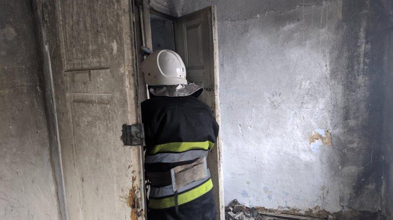 Ймовірною причиною займання квартири у Кам'янці-Подільському рятувальники називають необережне поводження з вогнем