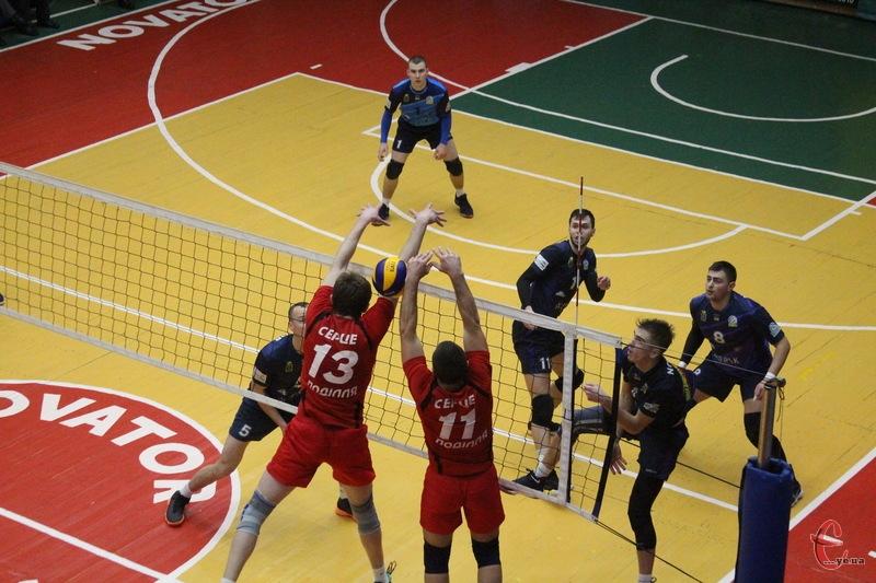 Новатор свої набйлижчі матчі проведе 19-20 листопада в Хмельницькому, а Епіцентр-Подоляни - в Вінниці