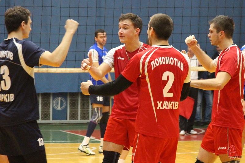 Харківський Локомотив, вигравши перший матч у Хмельницькому, посідає 2 місце. Новатор залишився на 3 позиції
