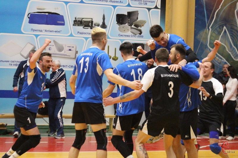 Волейболісти з Вінниці святкують бронзові медалі чемпіонату України