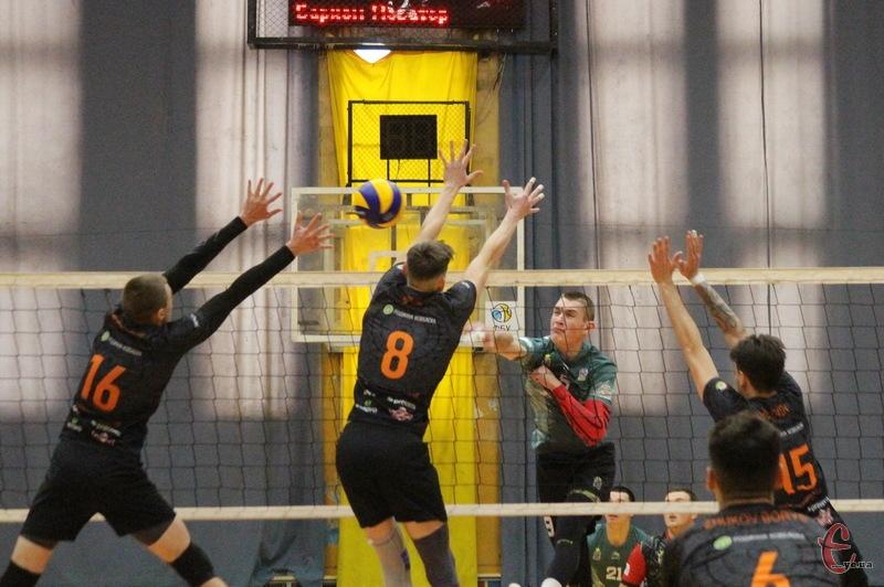 У Хмельницькому 14-15 грудня проходили матчі як у Суперлізі, так і в першій лізі чемпіонатів України з волейболу