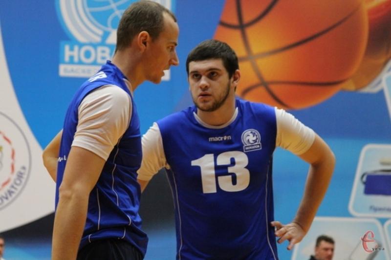 Павло Ляшенко (№13) більше не є гравцем Новатора. Тепер на його позиції гратиме Богдан Середа