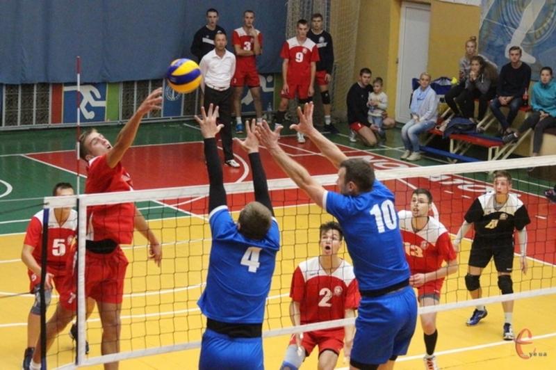 Наприкінці вересня хмельничани вже грали з нетішинцями в Кубку України та впевнено перемогли