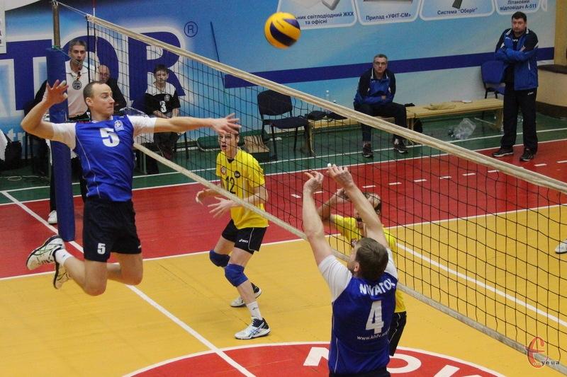 Новатор та Дніпро зіграють в Хмельнциькому 10-11 листопада