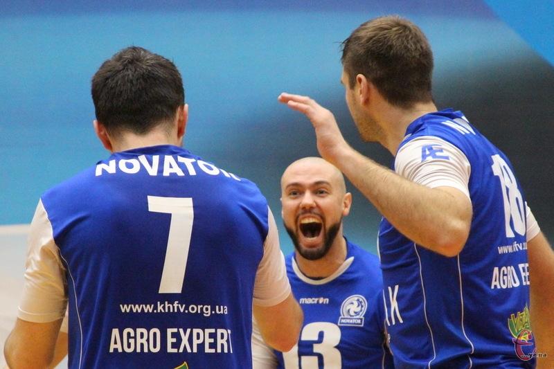 Ігор Вітюк (№13) був одним із кращих у складі Новатора в обох матчах проти Барком-Кажанів