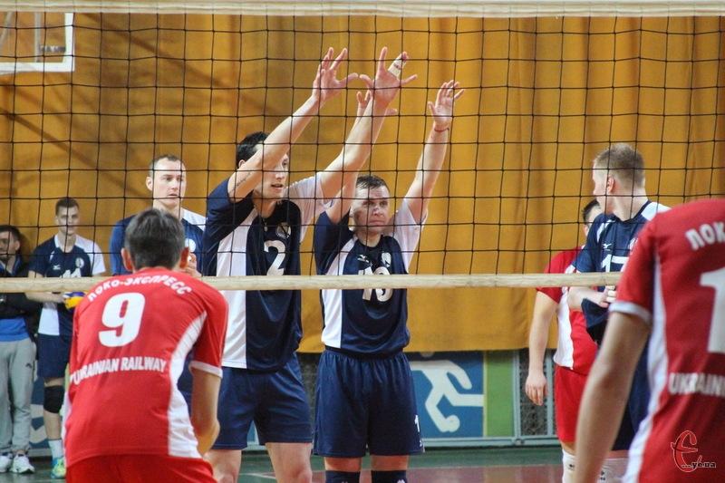 У Хмельницькому Новатор виграв усі три матчі першого туру, попереду - заключні три поєдинки в Харкові