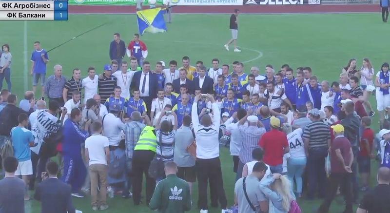 Після нагородження, гравці та тренери Агробізнеса та Балкан зробили колективне фото