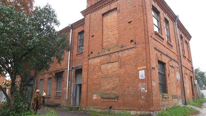 У Хмельницькому волонтери відновлюють історичну будівлю під молодіжний простір