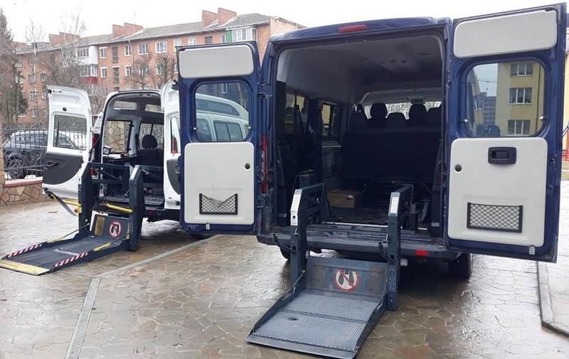 Автомобілі для дитячого «Соціального таксі» вже в місті Хмельницькому