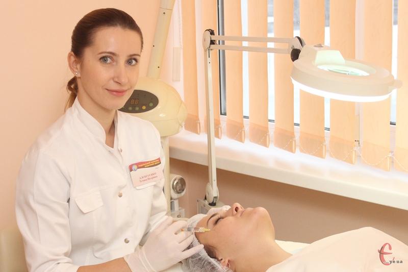 «Взимку приймайте вітамінні комплекси, налягайте на фрукти й овочі та користуйтеся косметикою з вітамінами», - каже дерматокосметолог Тетяна Алексєєнко.