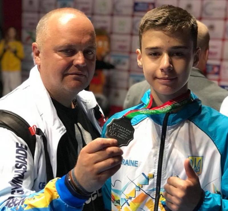 Тренер Сергій Чайка (ліворуч) із віце-чемпіоном Гімназіади з тхеквондо Олегом Мамотовим