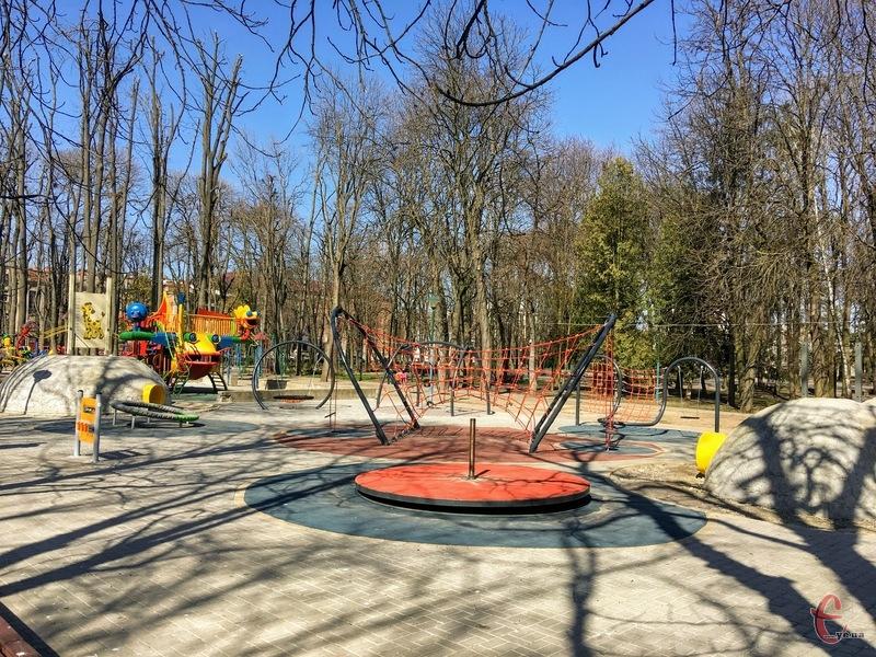 У парку оновили безкоштовні дитячі атракціони