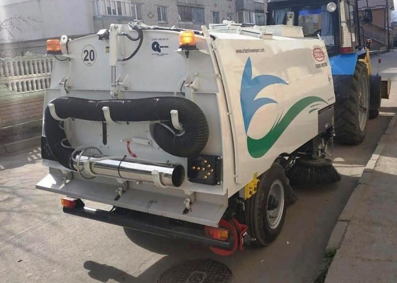 Нова техніка вже приступила до прибирання вулиць