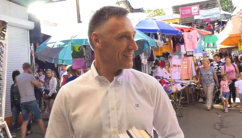 Вячеслав Неволько поспілкувався з працівниками хмельницького речового ринку