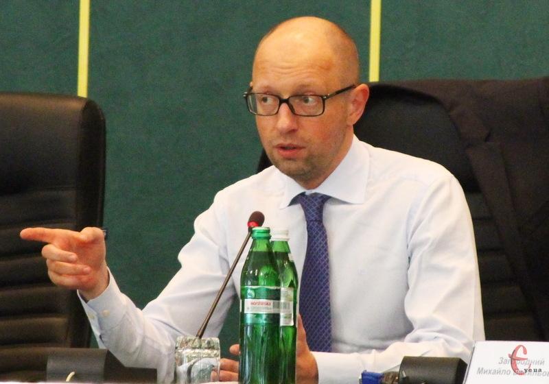 Арсеній Яценюк у Хмельницькому повідав чиновникам, чого хочуть люди
