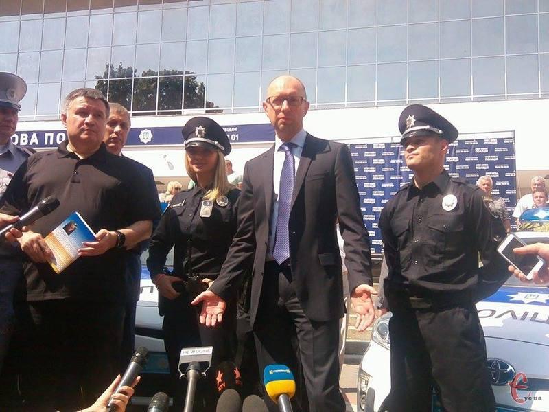 Яценюк і Аваков презентували поліцію у Хмельницькому