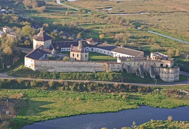Меджибізька фортеця входить до ТОП-21 замків, фортець, палаців України