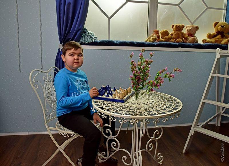 Богдан разом з батьками взяв участь у фотопроєкті до Дня орфанних захворювань