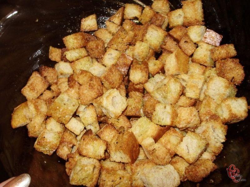 Ці хрумкі підсмажені в олії та вершковому маслі гріночки доповнять будь-який суп та додадуть смаку будь-якому салатику.
